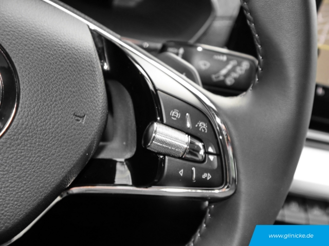 Skoda Octavia Combi 4 Style 2.0TDI DSG MATRIX-LED AHK COLUMBUS ACC Kamera DIGI-Tacho