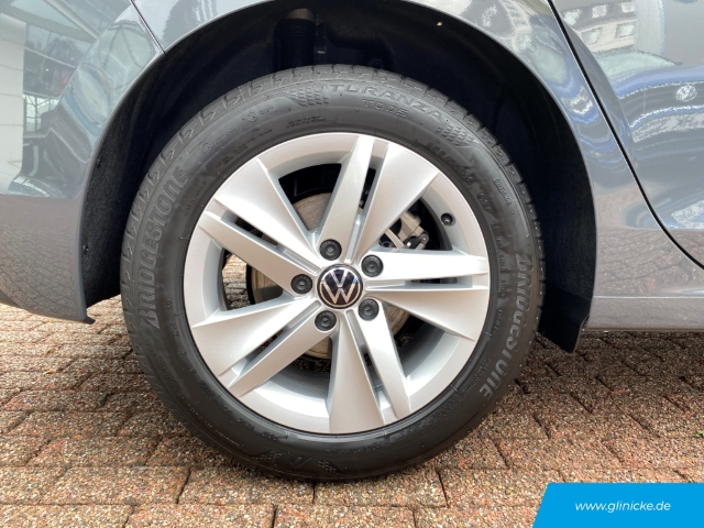 Volkswagen Golf VIII Life 1.5 TSI LED Navi Keyless Rückfahrkam. Fernlichtass. PDCv+h LED-hinten