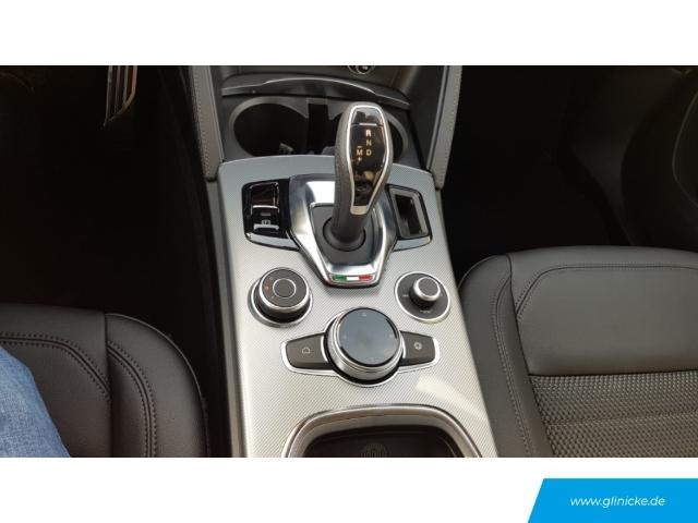 Alfa Romeo Stelvio Super Q4 2.0 Turbo 16V EU6d-T Applecarplay