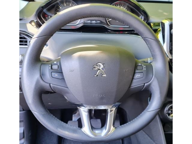 Peugeot 208 208