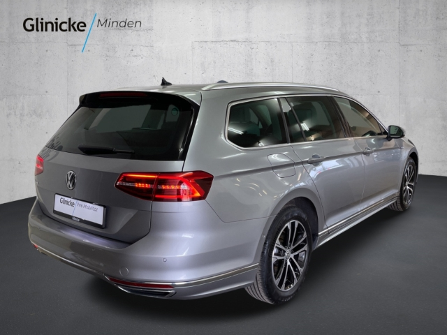 Volkswagen Passat Variant 2.0 TDI 4Motion Highline R-Line DSG AHK Navi LED Leder LM 17''